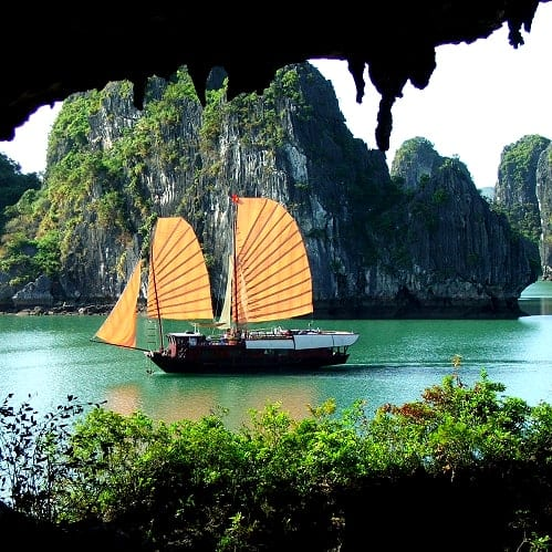 Vietnam Halong Bay O Rio do Perfume