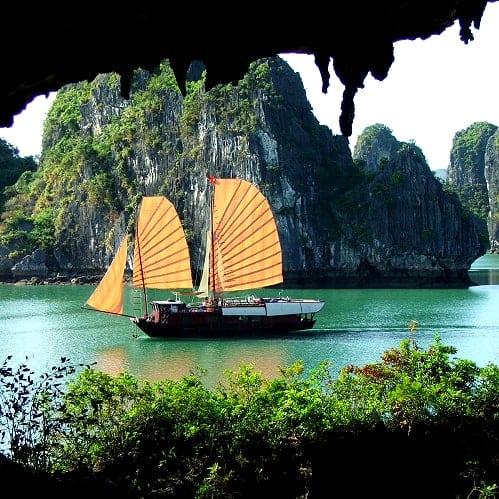 Vietnam Halong Bay O Rio do Perfume